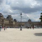 パリに来たらルーブル美術館を見ておかないと!